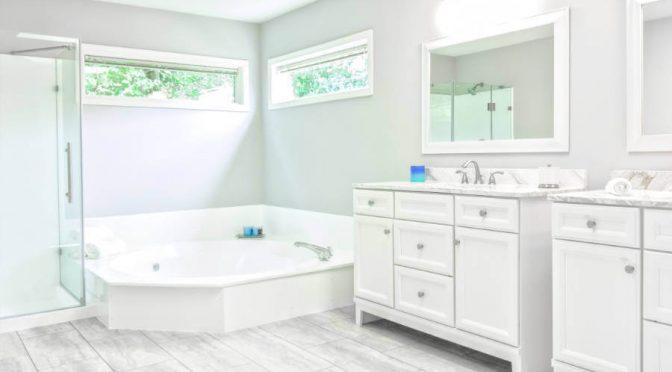 Panele szklane w łazience wady i zalety